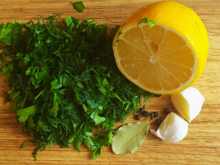 Рецепт свекольного борща с курицей, томатами и лимонным соком - шаг 11