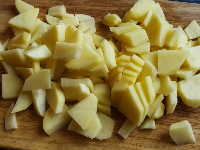 Рецепт свекольного борща с курицей, томатами и лимонным соком - шаг 3
