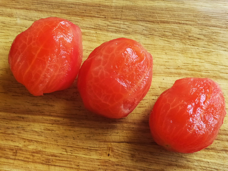 Рецепт свекольного борща с курицей, томатами и лимонным соком - шаг 7