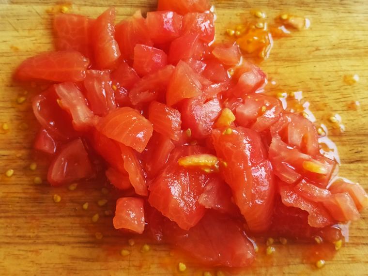 Рецепт свекольного борща с курицей, томатами и лимонным соком - шаг 8