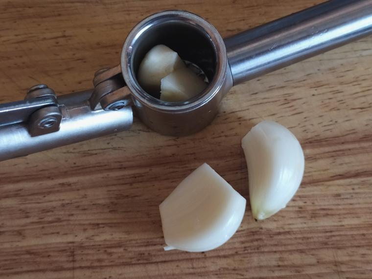 Рецепт свекольного борща с курицей, томатами и лимонным соком - шаг 12
