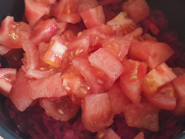 Рецепт свекольного борща с курицей, томатами и лимонным соком - шаг 9